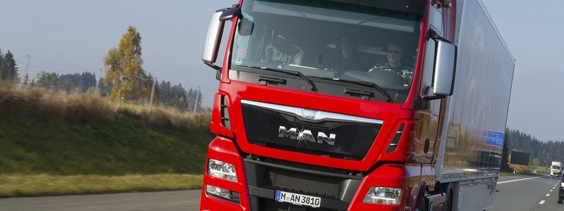 Updating the flagship: in the 2016 model year,  the TGX D38 will be even more interesting DE: Update des Flaggschiffs: zum Modelljahr 2016  wird der TGX D38 noch interessanter UK: Updating the flagship: in the 2016 model year,  the TGX D38 will be even more interesting