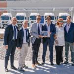 Da sinistra: Aldo Randazzo, responsabile parco veicolare della Nicolosi Trasporti; Antonio Martino e Mauro Marchegiani di MAN Truck & Bus Italia e i tre fratelli Nicolosi: Giovanni, Vera e Gaetano.