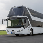 The NEOPLAN Skyliner offers substantial comfort on two levels. DE: Der NEOPLAN Skyliner bietet viel Komfort auf zwei Etagen UK: The NEOPLAN Skyliner offers substantial comfort on two levels.