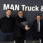 Rizzo Veicoli Industriali. Da sinistra: Fabio e Antonio Rizzo con Marco Lazzoni, Direttore Generale di MAN Truck & Bus Italia.