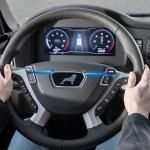 Nel platooning, un display fornisce agli autisti informazioni aggiuntive sulla guida in rete del convoglio.