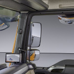 A camera system helps the driver to get an all-round view. The area on the right-hand side of the vehicle is difficult to see solely through the rear-view mirror, so the driver is afforded an additional view on a monitor attached to the right-hand A-pillar or a screen on the instrument panel inside the cab.