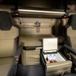 In the cabs of the new MAN TG series, the cool box is ready to hand next to the driver's seat.Griffbereit neben dem Fahrersitz sind in den Kabinen der neuen MAN TG-Baureihe die Kühlbox.