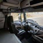 The instrument panel in the new MAN TG series is oriented towards the driver. Die Armaturentafel in der neuen MAN TG-Baureihe ist zum Fahrer hin orientiert.